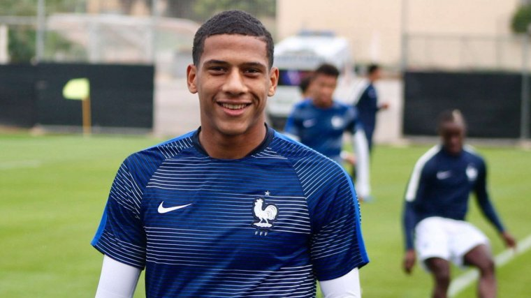 Todibo, durant un entrenament amb les categories inferiors de la selecció francesa.