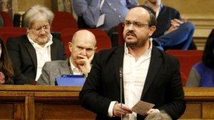 Alejandro Fernández reclama a Sánchez intervenir els Mossos