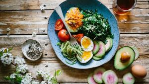 Aprendemos a cocinar 15 recetas de platos saludables y fáciles de preparar.