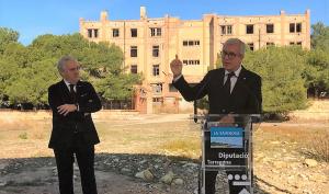 Ballesteros i Poblet han detallat el projecte davant l'antic preventori de la Savinosa