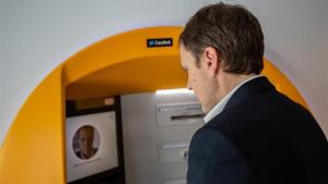 CaixaBank presenta un sistema de reconeixement facial per treure diners