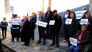 Concentració a l'Arquebisbat de Tarragona per denunciar els casos d'abusos sexuals a menors per part dels eclesiàstics