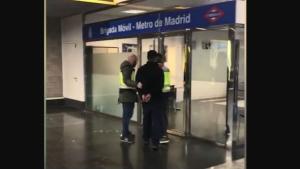 Detenido por agredir a su pareja en el metro de Madrid
