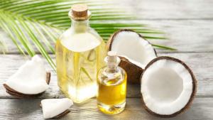 El aceite de coco tiene muchos beneficios para nuestra salud y belleza.