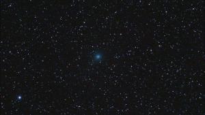 El cometa Iwamoto visto desde el pueblo de Prades, Tarragona