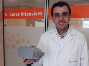 El Doctor Josep Trenado, amb ulleres de realitat augmentada