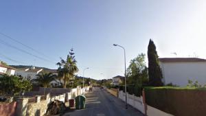 El foc s'ha produït a una casa del carrer Àngel Guimerà de Roda de Berà.