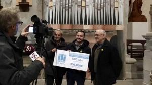 El regidor de Cultura de Valls, Marc Ayala, amb els membres de la comissió de l'orgue, presentant els resultats dels apadrinaments.
