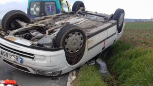 El vehículo ha quedado volcado en la vía comarcal tal y como muestra la imagen