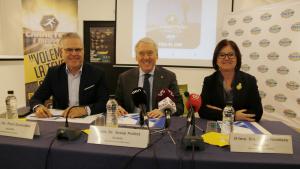 Els alcaldes de Salou, Vila-seca i Cambrils, Pere Granados, Josep Poblet i Camí Mendoza, en roda de premsa