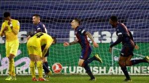 Els jugadors de l'Eibar celebren un gol de Charles