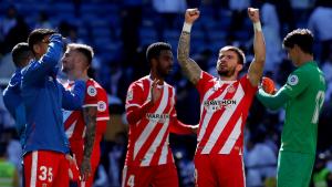 Els jugadors del Girona celebren la història victòria al camp del Madrid.