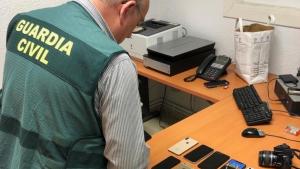 En el momento de la detención les incautaron 14 teléfonos de alta gamma