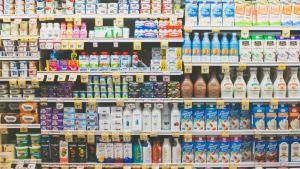 En todos los supermercados podemos encontrar ya secciones específicas para los productos sin lactosa.