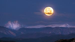 Este martes la luna llena estará en perigeo con la Tierra y se verá más grande y brillante que de lo habitual