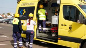 Imagen de archivo de una ambulancia del Servicio de Urgencias Canario