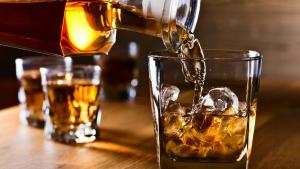 Imagen de archivo de una botella de whisky