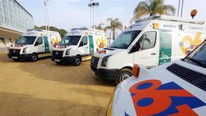 Imagen de archivo de varias ambulancias de Andalucía