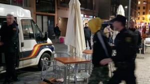 Imagen de la Policía Nacional deteniendo a los investigados