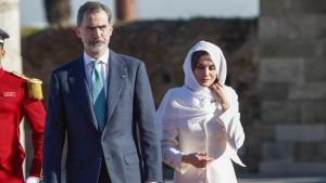 Imagen de los Reyes de España a su llegada al mausoleo