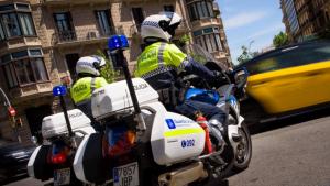 Imatge d'arxiu de dos agents de la Guàrdia Urbana de Barcelona