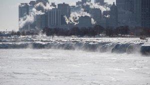 Imatge de la ciutat de Chicago congelada amb els edificis fumejant