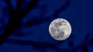 Imatge de la superlluna vista des del Moianès