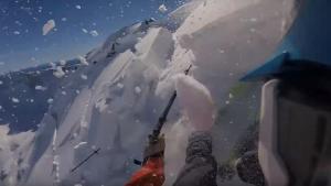 Imatge del moment en què l'Aleix es veu sorprès per l'allau al cim de la muntanya