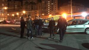 Imatge del pàrquing del club amb la presència dels seguidors italians i dels Mossos d'Esquadra