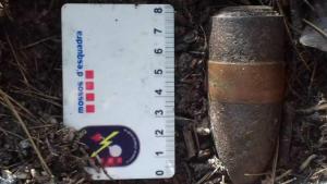 Imatge del projectil antiaeri trobat en un parc infantil de Vallmoll.