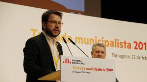 Imatge del vicepresident del Govern, Pere Aragonès, amb Pau Ricomà al fons