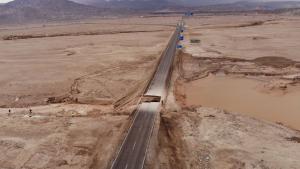 La crescuda d'un torrent a la zona de Chuquicamata va enfonsar diversos ponts i ha tallat la carretera
