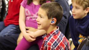 La detección precoz de la sordera en niños puede mejorar considerablemente su aprendizaje.