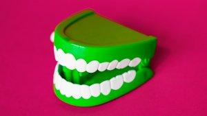 La gingivitis es una enfermedad periodontal causada por la inflamación de las encías.
