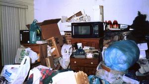 La mayoría de personas identifican el síndrome de Diógenes con la acumulación de basura en casa.