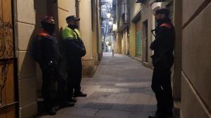 La operació s'ha posat en marxa aquest divendres per desmantellar diversos punts de venda de droga a Barcelona