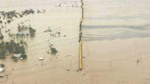 L'aigua ha cobert totalment la línia ferroviària de l'interior de l'estat de Queensland