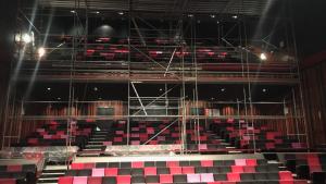 L'Ajuntament ha instal·lat una bastida sota la zona afectada del teatre