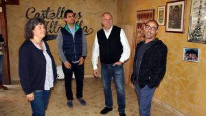 L'alcalde Alonso i la regidora Castellarnau han presentat les obres amb el president i el vicepresident de la colla, Paco Pérez i Arturo Palavecino.