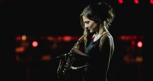 L'artista Eva Fernàndez Trio, saxofonista i cantant de jazz