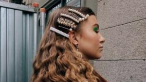 Las horquillas de perlas se pueden estilizar individuales o con varias de ellas