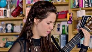 Lau Noah va cantar en català a la ràdio pública dels Estats Units