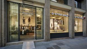 L'empresa G-Star Raw marxa, juntament amb 32 empreses més, de Catalunya