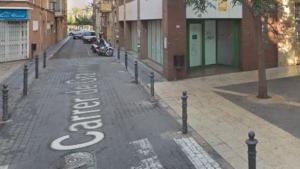 L'establiment on van succeir els fets es troba al carrer Gravina del barri del Serrallo