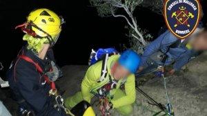 Los Bomberos en el momento del rescate de los excursionistas