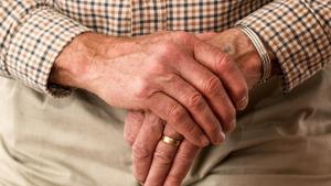 Los síntomas motores son los más característicos de la enfermedad de Parkinson.