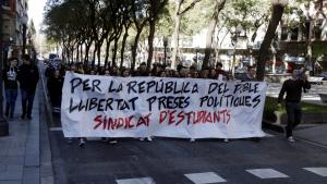 Més de mig centenar d'estudiants s'han manifestat a la Rambla Nova de Tarragona