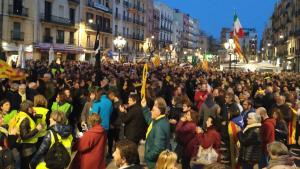Milers de persones es manifesten a la plaça de la Font de Tarragona