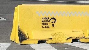 'Stencil' amb la cara del dictador i genocida Adolf Hitler, a la ciutat de Tarragona