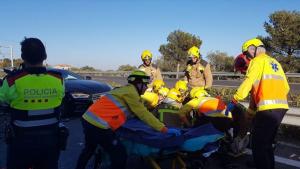 Tres persones han resultat ferides en l'accident a l'AP-7 a l'Hospitalet de l'Infant
